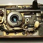 ma wszystko to co zawodowy mechaniczny aparat mieć powinien - szybki naciąg, niezbędne blokady, licznik zdjęć