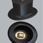 Foto-kapelusz, jest to jedyny przypadek, w moim budowaniu aparatów, wykorzystania gotowego przedmiotu. Kupiłem autentyczny szapoklak /składany cylinder/, który pamięta XIX- wieczną modę.
