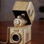 Foto - zapalniczka, Zapalniczkę i aparat wykonałem z mosiądzu. Całość galwanicznie pozłocona.